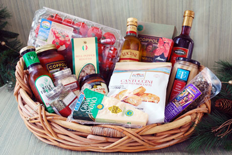The 'Soprano' Basket has everything Italian. Choose from a wide variety of gourmet pastas and prepared sauces or select the finest imported spices, olives oils and specialty ingredients.