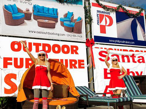 Oasis, Chic Living Features Santa's Girls
